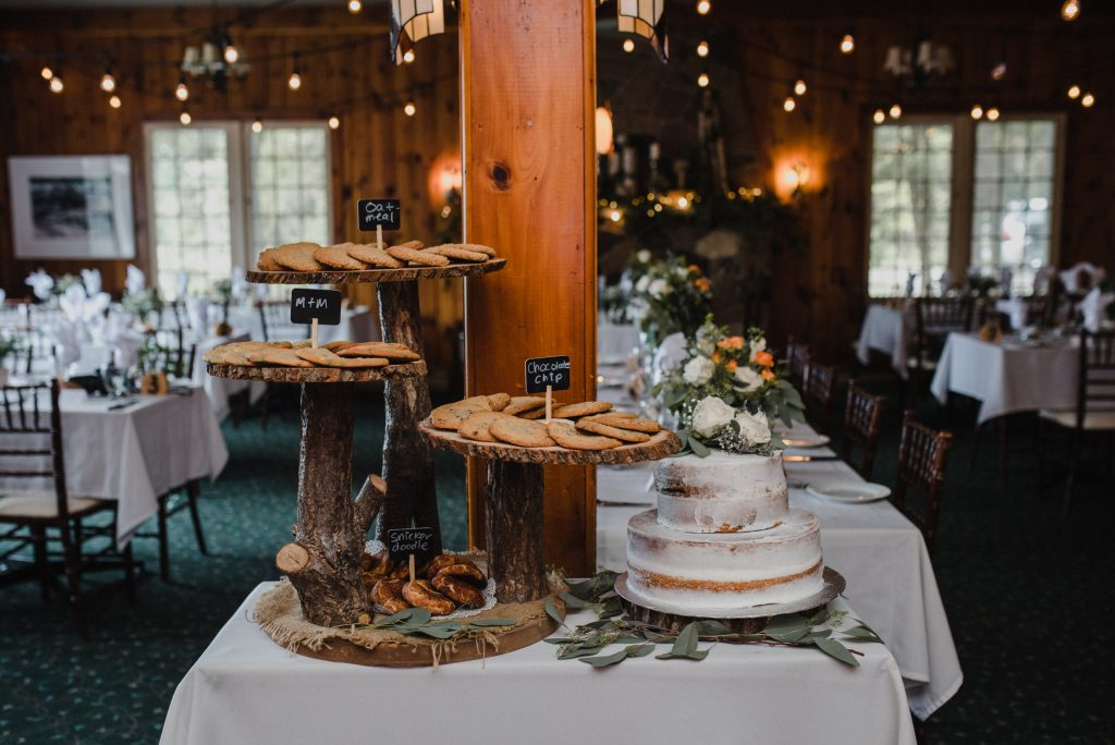Bonnieview Inn Wedding - wedding cake and desserts
